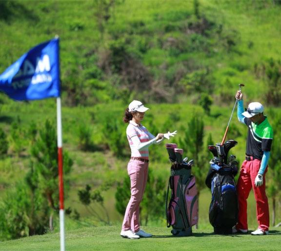 베트남 달랏에 한국인을 위한 동계 골프 렛슨 아카데이에 참가하는 신상품