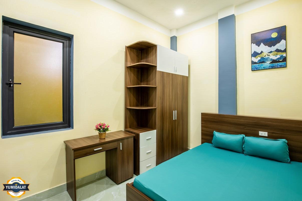 1 층에 아파트 침실 1 개, 작업실 1 개
