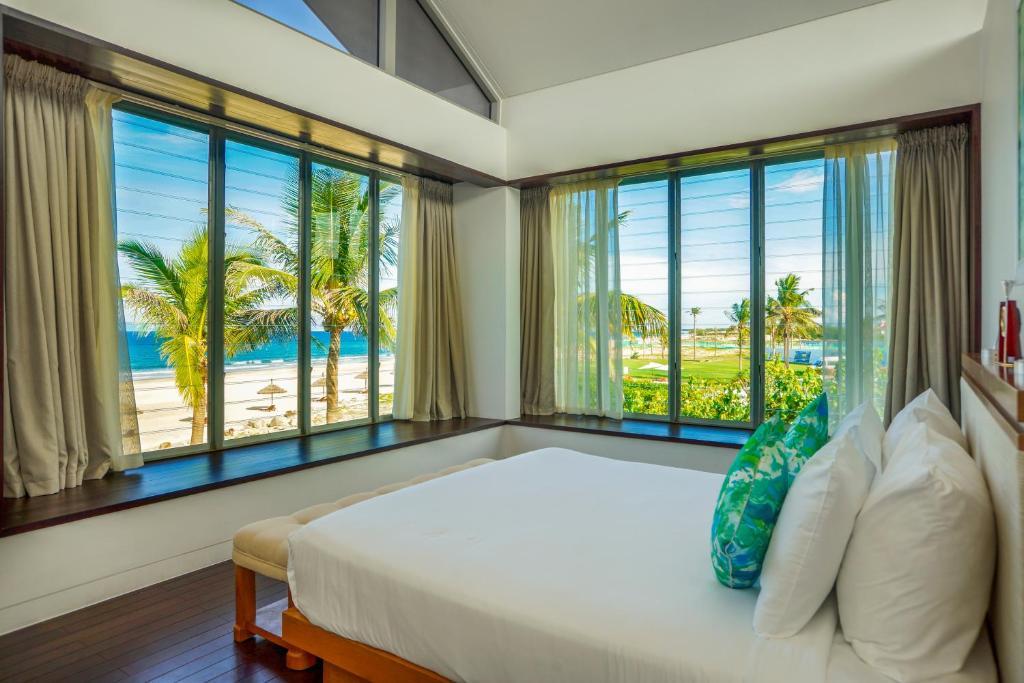 Luxurious 5 Bedroom Beachfront Pool Villa (5 bedrooms, 4 bathrooms)