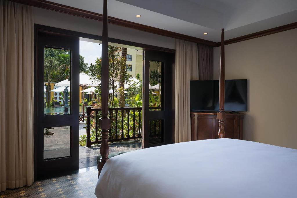 Veranda Suite Pool View (Club Wing)