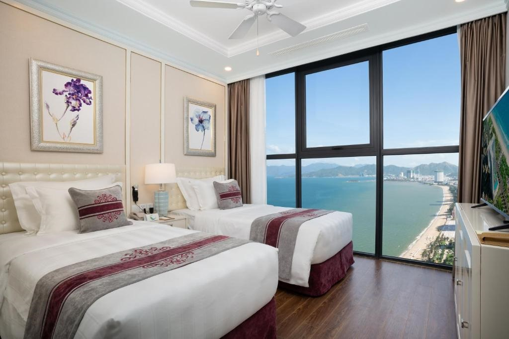 Grand 2-Bedroom Ocean View (BB)